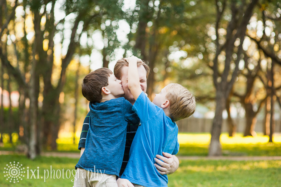 Family photos in Austin TX - a dad with his boys