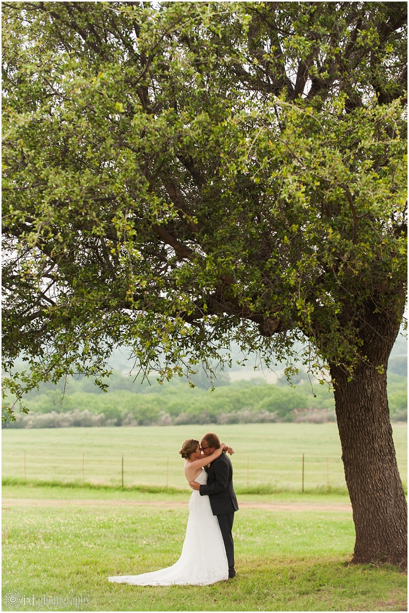 Laura_Jonathan_Wedding-211_hill-country-wedding-tres-lunas-resort-fredericksburg-tx