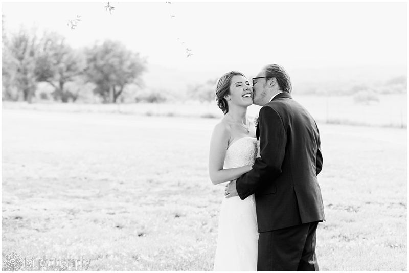 Laura_Jonathan_Wedding-212_hill-country-wedding-tres-lunas-resort-fredericksburg-tx