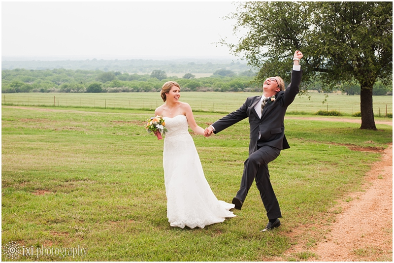 Laura_Jonathan_Wedding-215_hill-country-wedding-tres-lunas-resort-fredericksburg-tx
