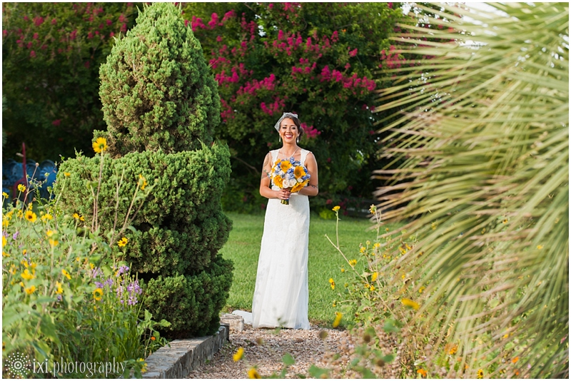 le-san-michele-photos-sunflower-yellow-blue-wedding-tx_0020