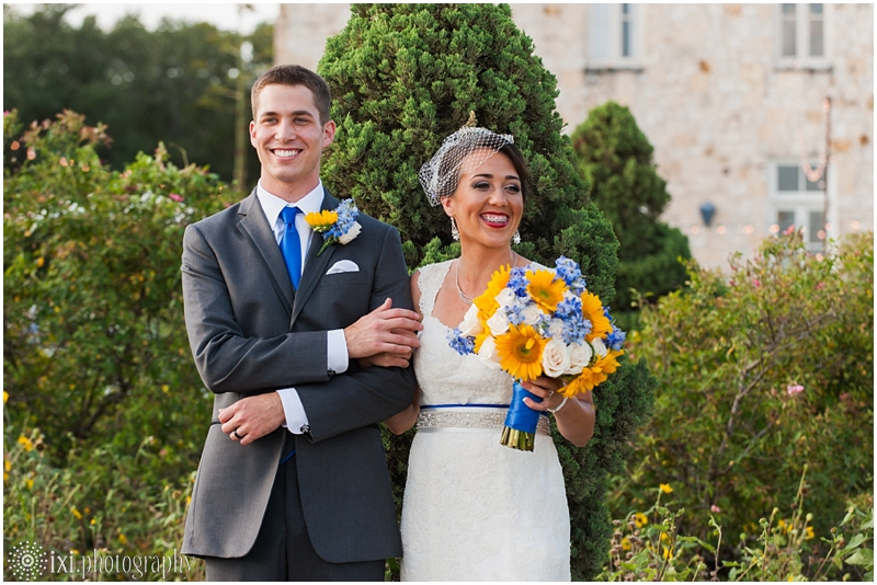 le-san-michele-photos-sunflower-yellow-blue-wedding-tx_0021