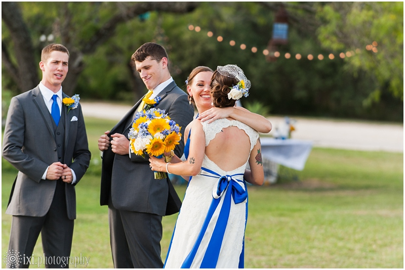 le-san-michele-photos-sunflower-yellow-blue-wedding-tx_0030