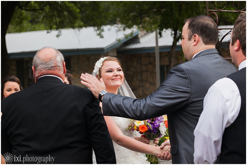 vineyard-wedding-tx-dry-comal-creek-vineyard_0036