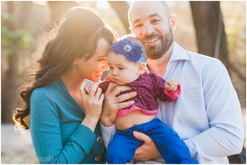 relaxed-outdoor- family-photos-arboretum-austin-tx_0020