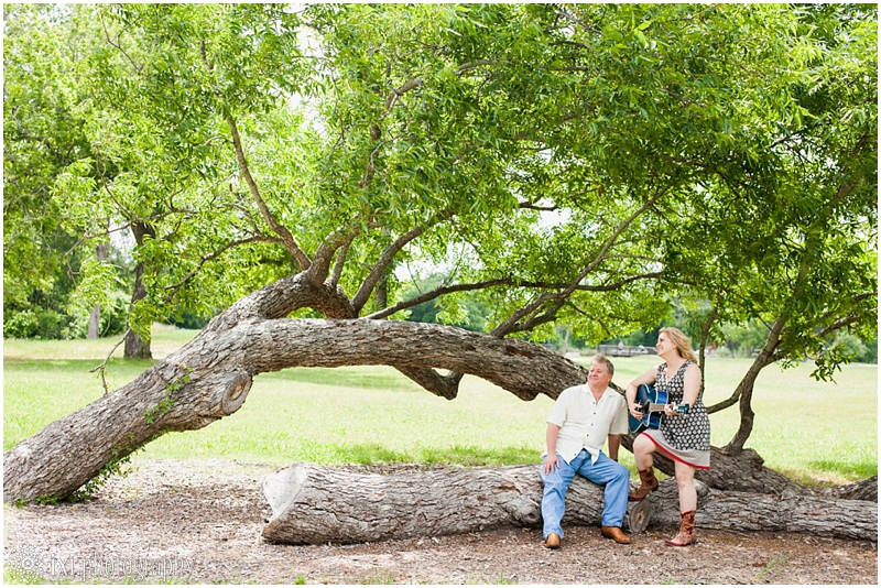 Carmen_Tim_Engagement-24_berry-springs-park-engagement-photos-austin-tx